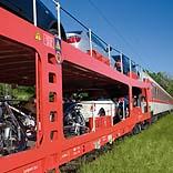 Autoreisezug auf der Fahrt - © Deutsche Bahn