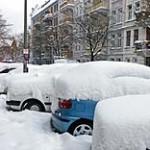 Eingeschneite Autos - © Alchemie / Pixelio.de