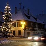Weihnachtsbaum und Auto - © RainerSturm / Pixelio.de