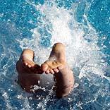 Kopfsprung ins Wasser - © fritz kadelle / Photocase.de