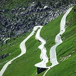 Furkapass-Straße in der Schweiz - © Kurt Michel / Pixelio.de