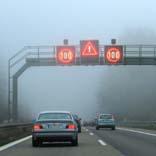 Schlechte Sicht bei Nebel - © Aksel / Pixelio.de