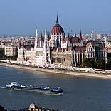 Städtereise Budapest, Blick über die Donau - © Stuelpner / Pixelio.de