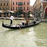 Städtereise Venedig / Gondelfahrt - © bigpit2 / Pixelio.de