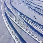 Reifenspuren im Schnee - © Rainer Sturm / Pixelio.de