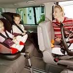 Sitzerhöhung und Kindersitz - © GTÜ / Pixelio.de