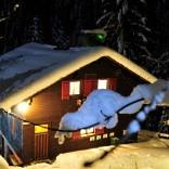 Skihütte im Dezember - © Dr. Klaus-Uwe Gerhardt  / pixelio.de