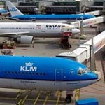 Flugzeuge verschiedener Reiseanbieter - © Erich Westendarp / pixelio.de