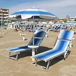 Liegestühle am Strand von Rimini - © Thommy Weiss / pixelio.de