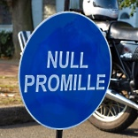 Null Promille für Fahranfänger - © Viktor Mildenberger  / pixelio.de