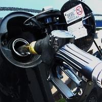 Tankrüssel für Diesel im Einsatz - © Rainer Sturm / pixelio.de