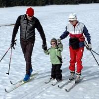 Skifahren lernen für den Großeltern - © Renate Tröße / pixelio.de