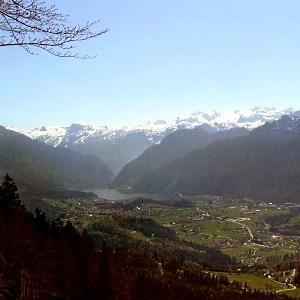 Goiserer Tal mit Hallstätter See und Dachsteinmassiv - © Phyrulla, gemeinfrei