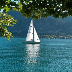 Segelboot auf dem Wolfgangsee - Jakub Sproski / pixelio.de