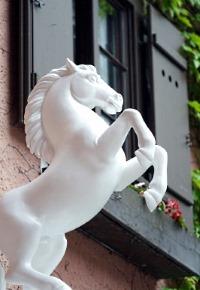 Weißes Rössl an der Fassade des gleichnamigen Haubenlokals - Maren Beßler / pixelio.de